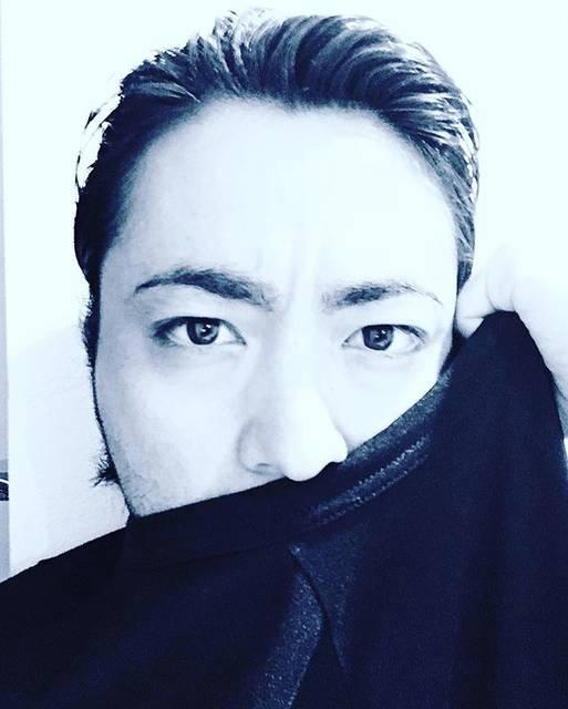 """山田孝之 on Instagram: """"今日の撮影はオールバックだったからヒゲを隠せば新宿スワンの南秀吉の出来上がり#ざわちんの可能性あり"""" (617617)"""