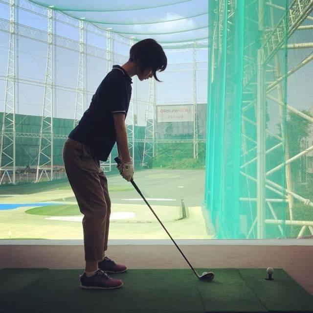 """剛力彩芽 on Instagram: """"*** 最近、ゴルフにチャレンジしてます。 感覚を掴むのが難しい。 良いスイングができたと思って 調子に乗ると次は失敗したり。  だからこそ負けず嫌いな私は 燃えたりもする。笑 ただ、力が入り過ぎるとまた失敗して。 リラックスしながら 真剣にやるって難しい!…"""" (619846)"""