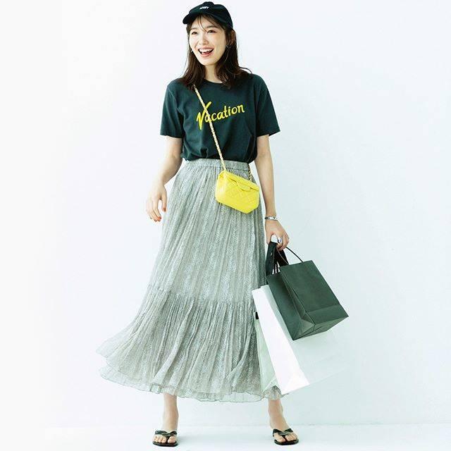 """Oggi編集部 on Instagram: """"明日何着る?365日コーデ \秋物ショッピングへGo/ 【動きやすさを重視して】 買い物意欲満々♡試着時に脱ぎ着しやすいTシャツとウエストゴムのスカートで本気モード! ※撮影時期と投稿のタイミングが異なるため、商品のお問い合わせはご容赦ください。 ・ ・ #飯豊まりえ…"""" (620888)"""
