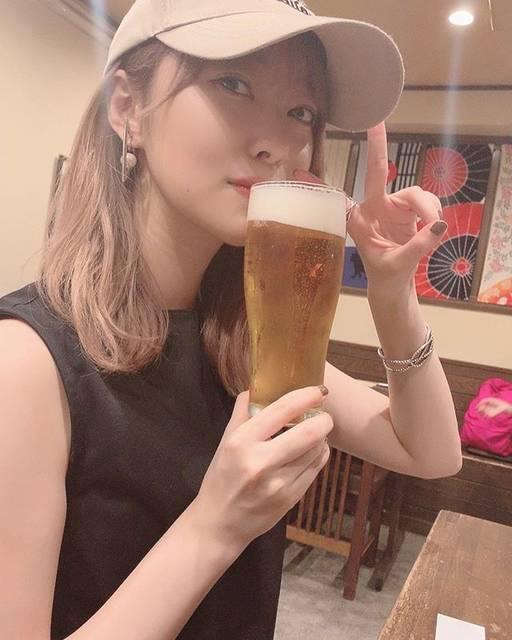 "Rino Sashihara on Instagram: ""夏ですね! 熱中症なんてなるわけ…と思ったら普通に立てなくなったので、みなさん本当に気をつけて!  #対策としては #塩飴舐めたり #あとは炭酸水に雪塩を少し入れて飲んでます #意識高すぎ #高すぎて人間の目では確認できない…"" (621754)"