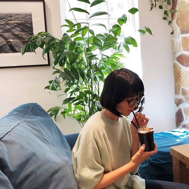 "Chinami Suzuki 鈴木ちなみ on Instagram: ""Relaxing time ☕️"" (622106)"