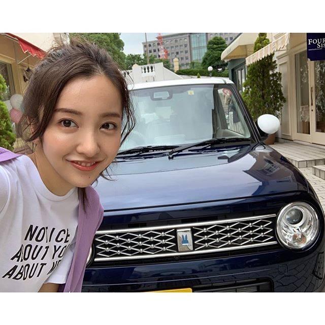 """板野友美 on Instagram: """"現在発売中の美人百花9月号の撮影でスズキの『ラパン モード』に乗りました🚙見た目も大人っぽくて可愛かったです♪少し運転もしたけど、サイズ感が女性にピッタリ💓とても乗りやすかったよ!!! #ラパンモード#ラパン#スズキ#美人百花#美人百花9月号"""" (623963)"""