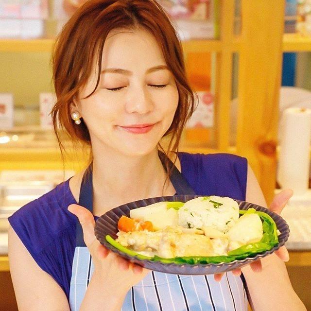"@chihirola0420 on Instagram: ""きゃー可愛い💕香里奈様の料理食べたい🙋♀️#香里奈#GINGER#アラサー#フードロス#foodloss#大人女子#karina#料理#abcクッキング"" (625768)"