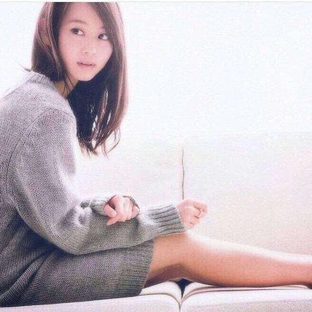 "@fragrant_olive1708 on Instagram: ""おうちでまったり...🛁#堀北真希 #女優 #モデル #まったりな日 #美人 #ニットワンピース #makihorikita #model #beautiful"" (626327)"