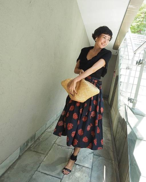 """田丸麻紀 on Instagram: """"夏のかごバッグ持てるのもあともう少しだなぁ、、、なんて思って今日はかごバッグに。"""" (627769)"""
