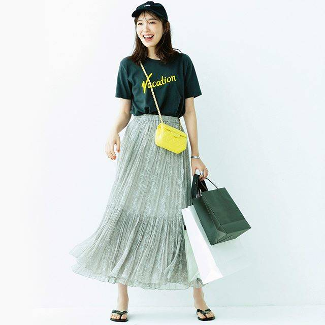 """Oggi編集部 on Instagram: """"明日何着る?365日コーデ \秋物ショッピングへGo/ 【動きやすさを重視して】 買い物意欲満々♡試着時に脱ぎ着しやすいTシャツとウエストゴムのスカートで本気モード! ※撮影時期と投稿のタイミングが異なるため、商品のお問い合わせはご容赦ください。 ・ ・ #飯豊まりえ…"""" (628082)"""