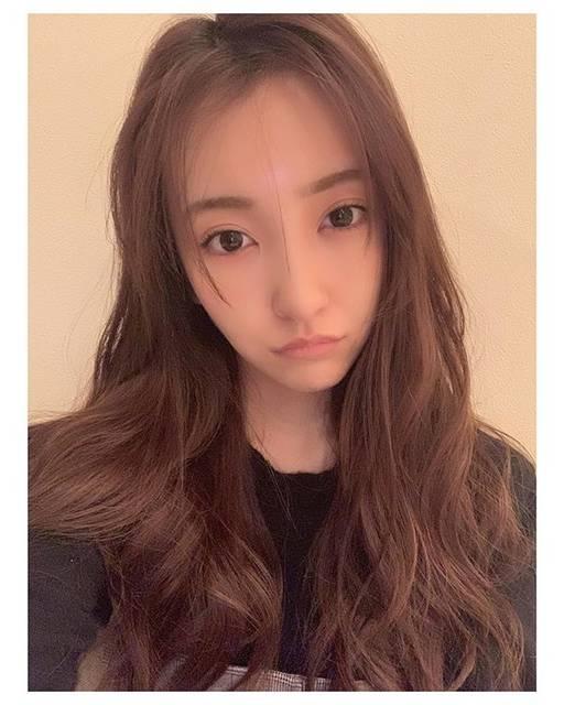 """板野友美 on Instagram: """"跳ね上げライン🙄昔はずっとこのラインの引き方にしてたよ😳💓"""" (628511)"""