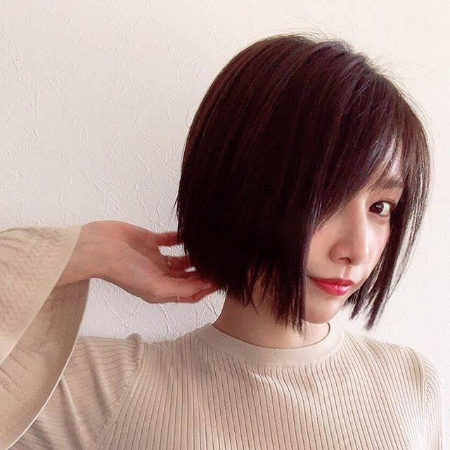 """後藤真希 on Instagram: """"レイヤーをなくしてぱっつんめのボブヘアにしました💡深めのヴァイオレット系グレージュカラーが最近お気に入り。 #hairstyle  #hairchange  #ボブ #ヘアスタイル  #vicca  #まきメイク @vicca_hair…"""" (628789)"""