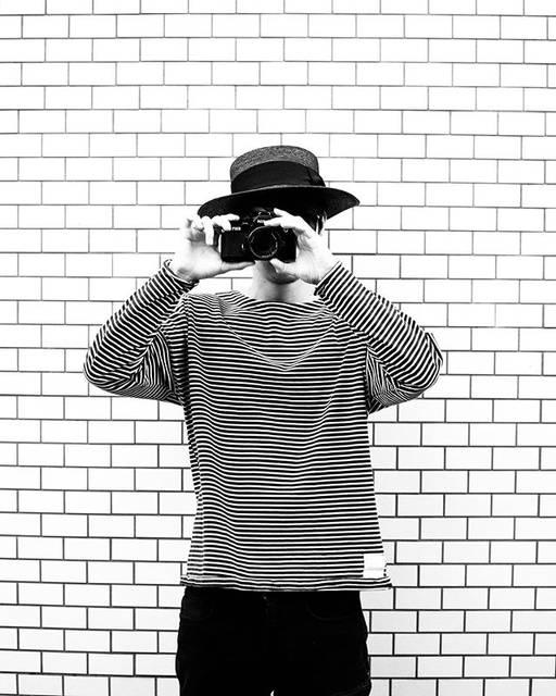 """古屋 呂敏 / FURUYA ROBIN on Instagram: """"はい ちーず  普段はフィルムカメラ持ち歩く事の方が多いかなぁ 現像するんは30年後くらいでええねん そんなテンションで撮る感じが好きやねん . . . #filmcamera #film #フィルムカメラ #fm2 #nikon #camera #photography…"""" (630528)"""