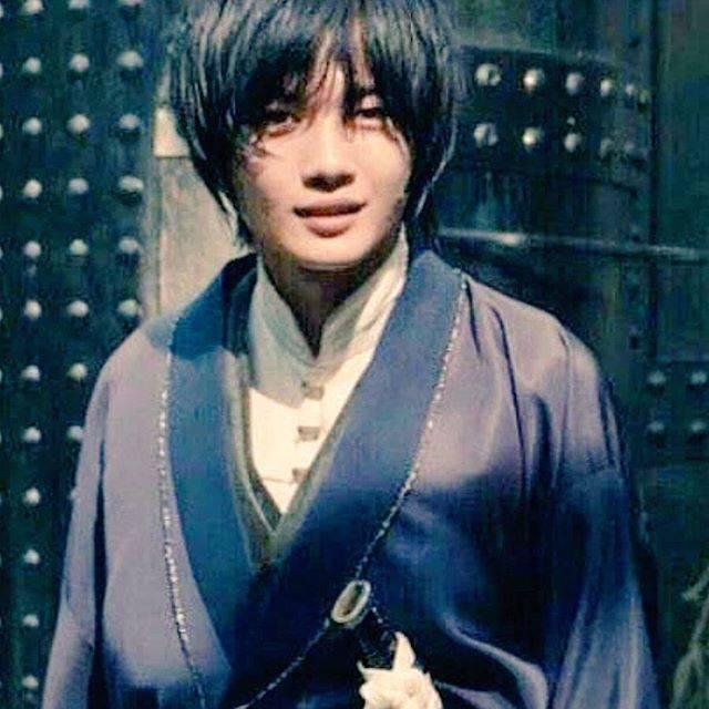 """神木隆之介ファン on Instagram: """"『るろうに剣心』おもいっきし原作ファンですが、宗次郎やばいです。髪色ブリーチして紺色に染めたのドツボ🙃#神木隆之介 #KamikiRyunosuke #るろうに剣心"""" (631588)"""