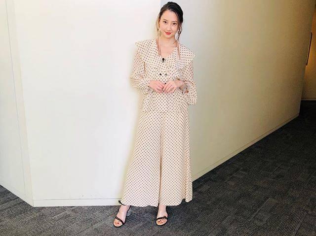 "Mayuko Kawakita 河北麻友子 on Instagram: ""FASHIONTOP&PANTS: muller of yoshiokuboEARRINGS&BRACELET: THE  Dallas HEELS: AULA#FASHION #OOTD #衣装"" (634325)"