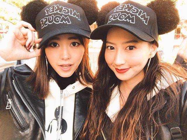 "Mayuko Kawakita 河北麻友子 on Instagram: ""🖤🖤🖤全てがタイミング良すぎる1日でした。#みれまゆ #双子コーデ#TwinningAtDisneyLand"" (634683)"