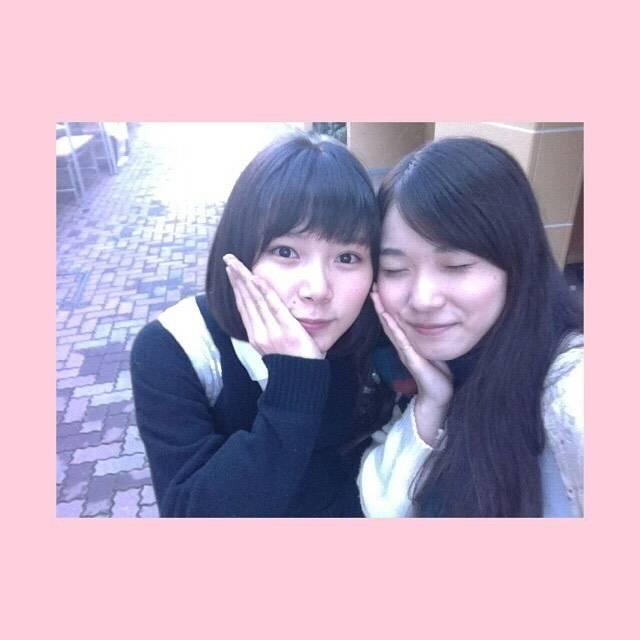 """松岡茉優 / Matsuoka Mayu on Instagram: """"なおちん  高校で最初に仲良くなったのはなおちん(確か) お勉強は苦手なんだけど、 クラスのみんなをいつも笑わせてくれて わたしの太陽なおちん  これからもポップでハッピーなおちんパワーを 私たちに浴びせてね!  #文化祭の買い出しの時の写真 #朝日奈央…"""" (637173)"""