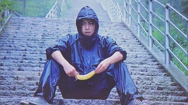 """みい☆岡田准一♡ on Instagram: """"・フライ、ダディ、フライたたずまいからかっこいいバナナほしい笑・ #岡田准一#岡田くん #フライ、ダディ、フライ#v6 #Vクラさんと繋がりたい"""" (639638)"""
