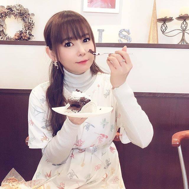 """中川翔子 on Instagram: """"番組ロケで名古屋に来てます!#中川翔子 #しょこたん #ロケの合間にケーキ #麻雀にハマってます #麻雀教えてください"""" (639696)"""