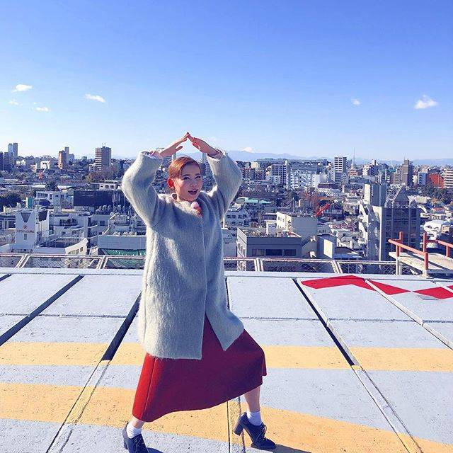 """中川翔子 on Instagram: """"青空バッカルコーン!#中川翔子 #しょこたん #nhk屋上から #寒すぎて泣いた #今日も頑張りましょう"""" (639697)"""