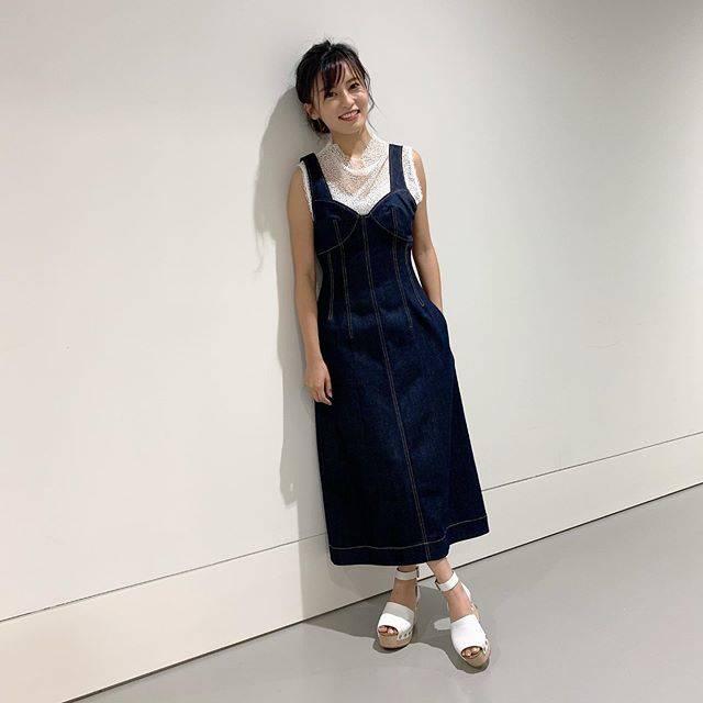 """小島瑠璃子 on Instagram: """"🐮 私服です。 初めてかもしれない🙈 ポーズがわかりませんでした笑 @mayukokawakitaofficial  みたいに撮れない。 今度教わろう。 ブランドとか載せたほうが いいのかな、多分。 ルシェルブルーとセリーヌです! NYのバーニーズで…"""" (640717)"""