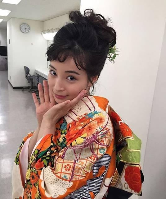 """広瀬すず   fan on Instagram: """"かわいすぎません????🥺#広瀬すず@suzu.hirose.official #HIROSESUZU#ヒロセスズ#モデル#model #女優#俳優#actress#actor#可愛い#かっこいい#CUTE#COOL #写真#Photo#camera"""" (643393)"""