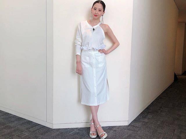 "Mayuko Kawakita 河北麻友子 on Instagram: ""FASHIONTOP, SKIRT&EARRINGS: THE DallasSANDALS: DIANABANGLE: SILVER SPOON#FASHION #衣装"" (648025)"