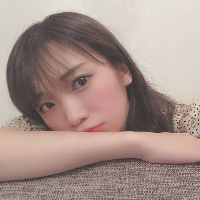 "ocona on Instagram: ""髪色似合ってるね、前髪も軽くなってる💇🏻♀️#秋元真夏 #乃木坂46 #まなったん"" (649434)"