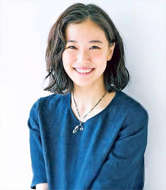 ".Non. on Instagram: ""#蒼井優さん #セミロング  2017年の10月クール、 嵐・櫻井翔さん主演ドラマの 蒼井優さんも素敵でしたね。 ちょっとコメディ感のある部分もあって。 面白かったです。 笑顔も品があって、本当に素敵です。 #蒼井優 #aoiyu #yuaoi  #芸能人 #専用垢  #青…"" (650112)"