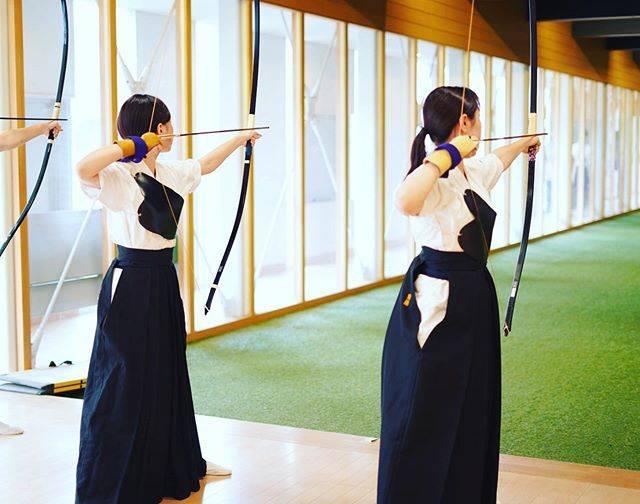 """東京弓道会 on Instagram: """"本日は悪天候が予想される中にも関わらず、しっかり練習会を開催させて頂きました。お越し下さった皆様、お疲れ様でした。当会の参加のしやすさが多くの方から好評頂き嬉しい限りです。#弓道 #弓道再開 #東京弓道会"""" (652575)"""