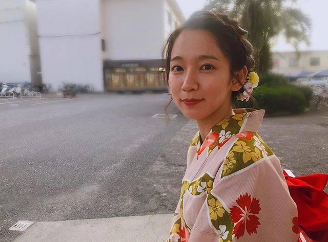 """吉岡里帆 on Instagram: """"""""京都人の密かな愉しみ""""NHKBSプレミアムで放送始まりました。夏の恋。よろしゅうお頼もうします。大好きなマネージャー、みっちゃんが撮ってくれました。今年の暑い夏の一番の功労者はみっちゃんで間違いありません。#京都#夏#恋#京都人の密かな愉しみ"""" (656098)"""