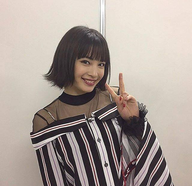 """🍒🍒 on Instagram: """"・ ・外ハネかわいい〜🍒✌🏻すずちゃんのピースってほんとにかわいい❕ .#広瀬すず"""" (656594)"""