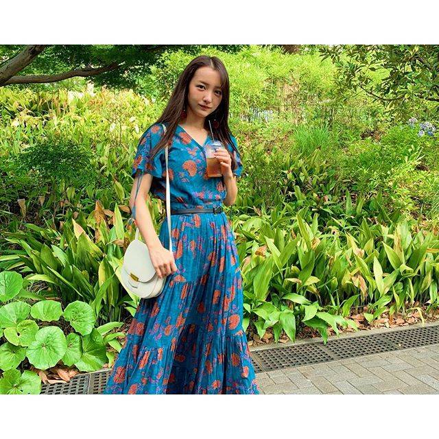 "板野友美 on Instagram: ""👗👠#onepeacedress @velnica_japan"" (660139)"