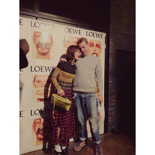 "honda tsubasa on Instagram: ""🙋🙋🙋@loewe のデザイナーの@jonathan.anderson が来日していまして😋会いに行って来ました🙋(会いに、を愛に、って書いてました😭ごめんなさい🙇♀️)#loewe #jonathananderson"" (661813)"