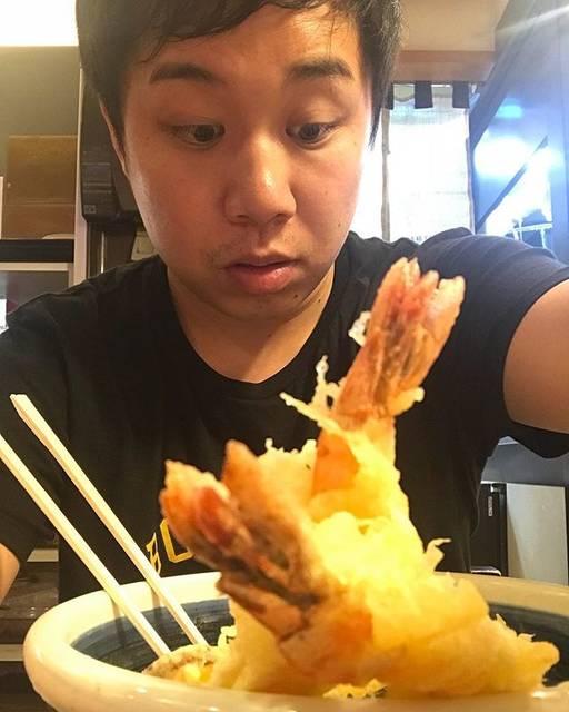 """霜降り明星 せいや on Instagram: """"今日はずっと四国でした!香川でうまそうなうどんをみなさんにお届けしようと思ってたのに、この写真しか撮れてなかった。麺見えへん"""" (663610)"""
