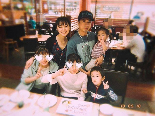 """市井紗耶香 Ichii Sayaka  市井纱耶香 on Instagram: """"昨日は次女の誕生日で家族でお祝い🥂12歳のお誕生日🎂おめでとう!生まれてきてくれてありがとう。これからも次女の成長を見守りたいと思います。#HAPPYBIRTHDAY#お誕生日おめでとう#家族 #お誕生日ブログも更新#❤️"""" (663792)"""