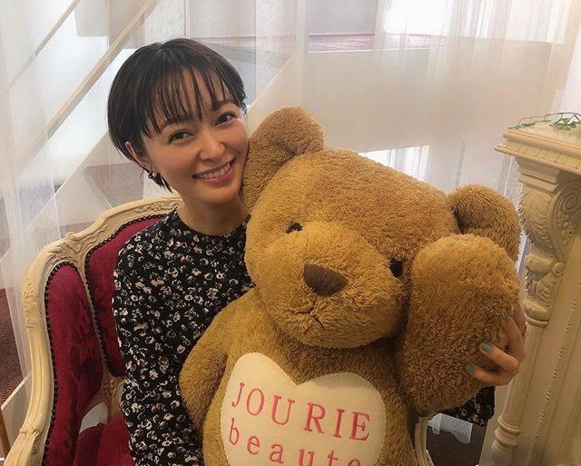 """市井紗耶香 Ichii Sayaka  市井纱耶香 on Instagram: """"最近あきえちゃんのサロンにお世話になってます。久しぶりのクマちゃん❤︎🐻❤︎@akie_jourie.beaute ありがとうございます!.#jouriebeaute #beauty #ジュリーボーテ"""" (663880)"""