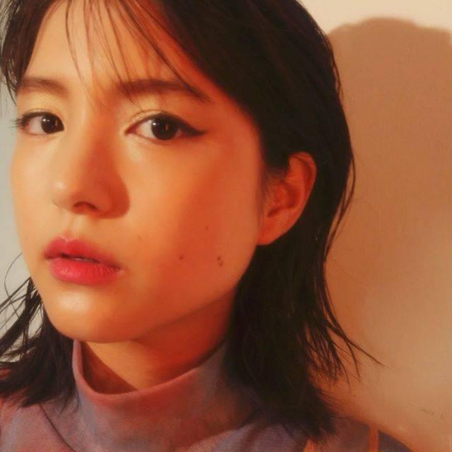 """NYLON JAPAN on Instagram: """"9月に入ってそろそろ秋のメイクが気になる頃。そこで今月の #TIGB 秋のトレンドをNYLONらしく落とし込んだ最新メイクを提案。 vol.1には女優として活躍する #川島海荷 ( @umika_kawashima…"""" (666252)"""