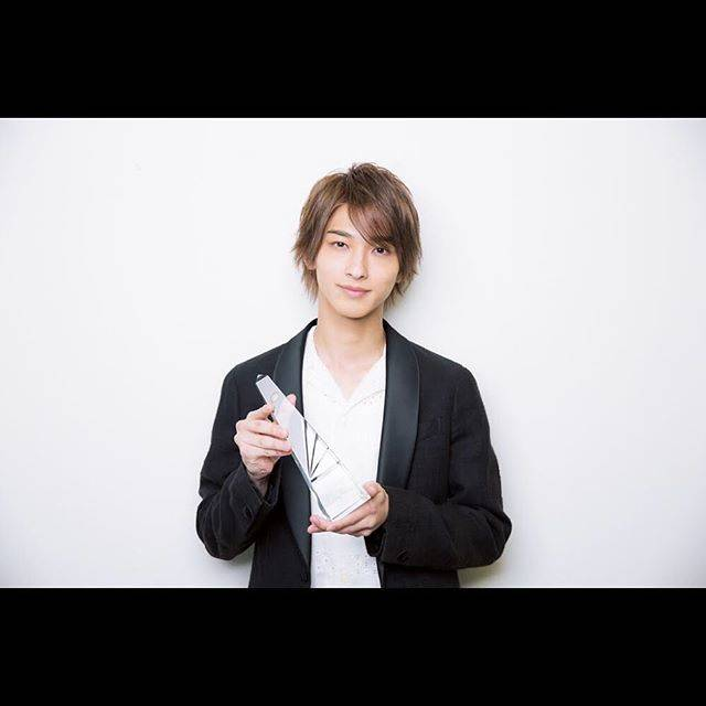 """横浜流星 on Instagram: """"ザテレビジョンドラマアカデミー賞にて、助演男優賞を頂きました。たくさんの応援、投票ありがとうございました。とても大切な作品でしたので、受賞することができ、光栄に思います。これからも更に上を目指していくので応援よろしくお願いします!! #ザテレビジョン #ドラマアカデミー賞…"""" (669359)"""
