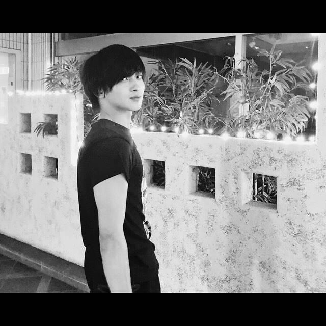 """横浜流星 on Instagram: """"呼んだ?#別に誰も呼んでないか…笑#振り向く横浜#○○横浜シリーズ化!?#今日も1日お疲れ様。#明日も頑張ろう。"""" (669360)"""