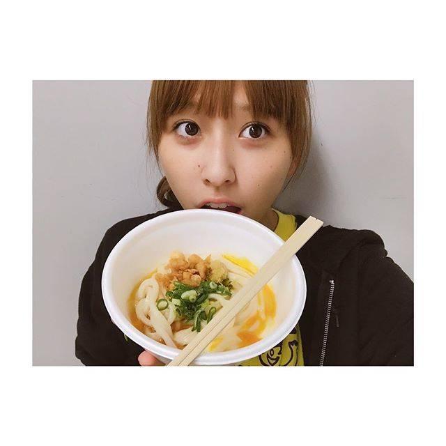 """玉井詩織 ももいろクローバーZ on Instagram: """"うっどーん!釜玉が好き。いつもありがとうございます、日の出製麺所さん。#お久しぶりです#お昼ご飯のタイミング早いから#2回目のお昼ご飯あるなこれ"""" (672325)"""