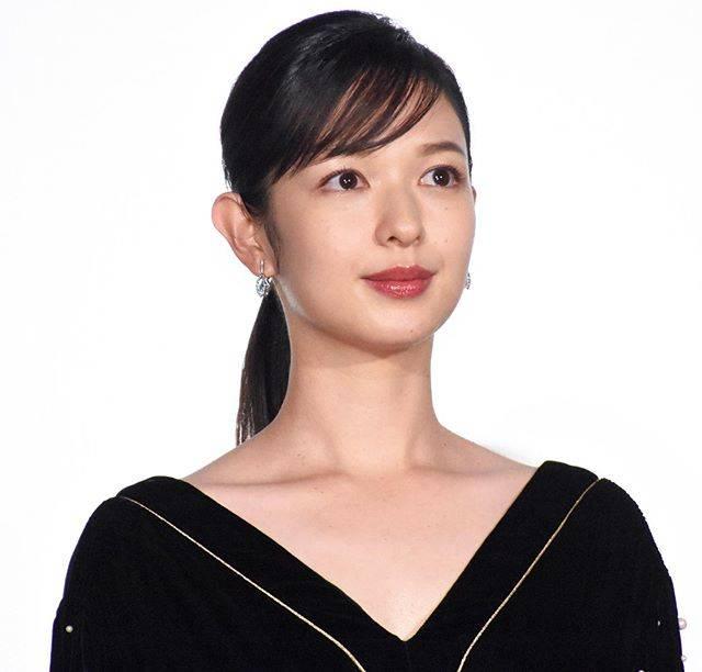 """Makoto Sasaki on Instagram: """"女性がなりたい顔No.1にも選ばれたことのある、人気モデルの森絵梨佳。  男でもその名前と顔は知ってるけど、そりゃあ、まぁ、イイ顔してるもんなぁ。 結婚して尚一層キレイに?  www.facebook.com/joho.press.jp 【情報プレスα】を更新しました✏️…"""" (673423)"""