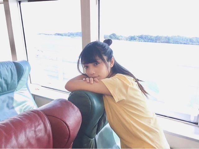 """【公式】与田祐希1st写真集 日向の温度 on Instagram: """"こんにちヨーダ~🎶 船旅も ほぼ貸切状態ではしゃいでいたらあっという間に到着しました。#日向の温度#与田祐希#与田ちゃん#船旅"""" (674334)"""