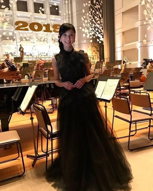 """Hitomi Kuroki on Instagram: """"..明けましておめでとうございます❤️皆さまにとって素晴らしい一年になりますように。 . .#ヌメロ ヴェントゥーノ#N21"""" (674862)"""