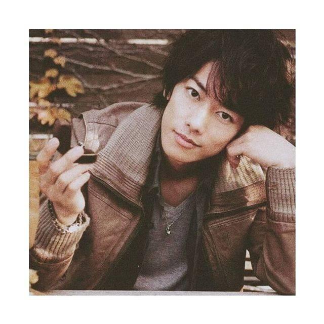 "佐藤健 ( Satoh Takeru ) on Instagram: ""Come close to me... 😋 #satotakeru #takerusatoh"" (675803)"