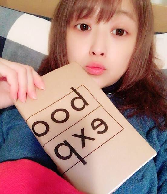 """鈴木奈々 on Instagram: """"本読んでから寝まーす\(^o^)/明日は、あさイチに出ますo(^▽^)oお時間ある方、見てくれたら嬉しいです☆おやすみなさい(^_−)−☆#おやすみなさい #あさイチ #朝8時15分から #NHK#生放送"""" (676231)"""