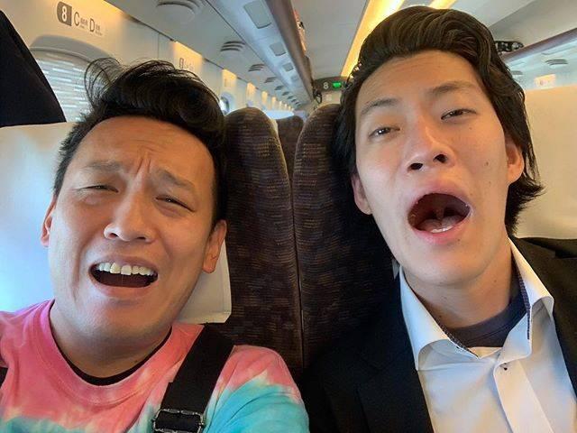 "Yoshi Yamada on Instagram: ""大阪への新幹線でとなりが粗品。彼曰く 『寝られへん!』 ゴメン俺も寝られへん。今、包茎の話で盛り上がってます。#霜降り明星 #粗品 #包茎 #カントン包茎 #童貞 #チェリー芸人"" (676749)"