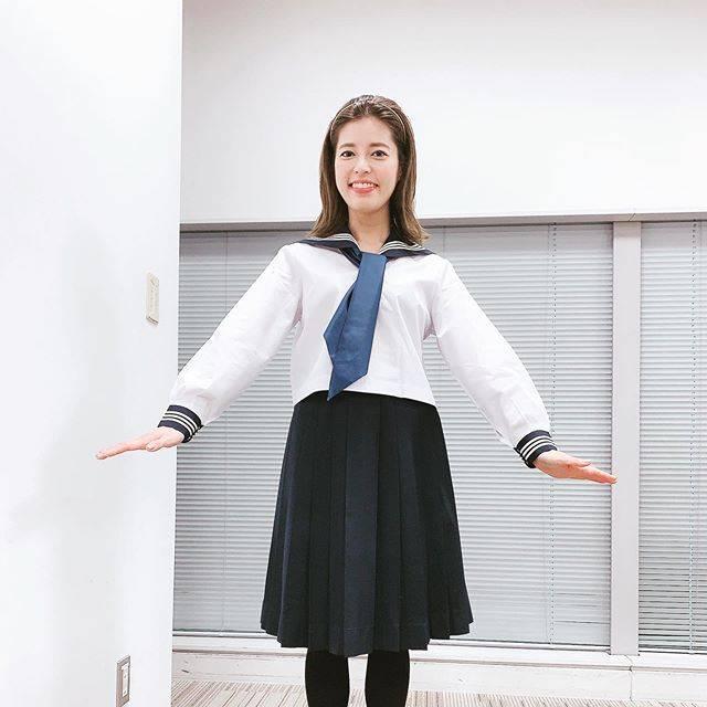 """神田愛花 on Instagram: """"日本テレビさんにて。大好きな番組の収録❤️また制服を着させて頂きました😆#日本テレビ#楽屋のお弁当リポート#わけあって放送日にアップします#セーラー服#40歳間近にすみません#女子校パワー#神田愛花"""" (678859)"""