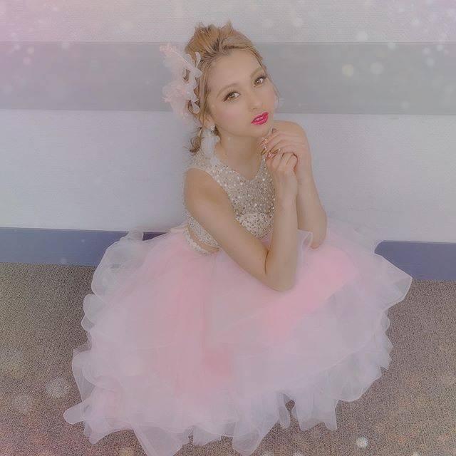 """ゆきぽよ(Yuki Kimura) on Instagram: """". . . 昨日はTSCありがとうございました🥰. . . 名前呼んでもらえるか不安だったけど. すんごい勢いで『ゆきぽよ〜!』って. 呼んでもらえて幸せでした🥺❤️. . . みんなありがとう!!. またすぐ会おうね!!. . . このフワフワロングドレスは.…"""" (679074)"""