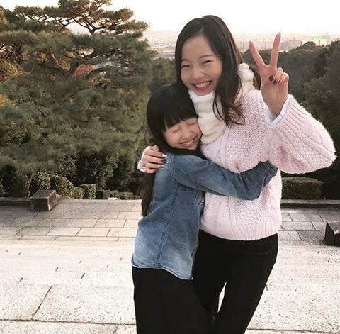 """@figure_skota on Instagram: """"・ 疲れた時は本田姉妹で😊   このお写真、真凜ちゃんと望結ちゃんの仲の良さがめっちゃ伝わってきてお気に入り🥰💕  普段は離れ離れでも、仲の良さは変わらなくっていつもお互いのことを気にかけていて、ほんとに憧れの姉妹💖  こんな素敵な家族に出会えて幸せです🌹 …"""" (679371)"""