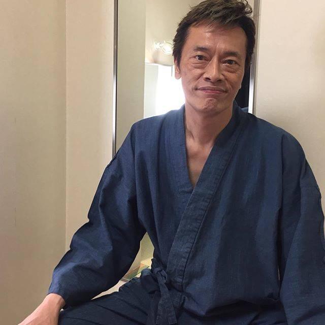 """遠藤憲一 on Instagram: """"スタッフです。なぜこんな甚平姿なんでしょうね。。。和装になる前なんですね。。。"""" (679451)"""