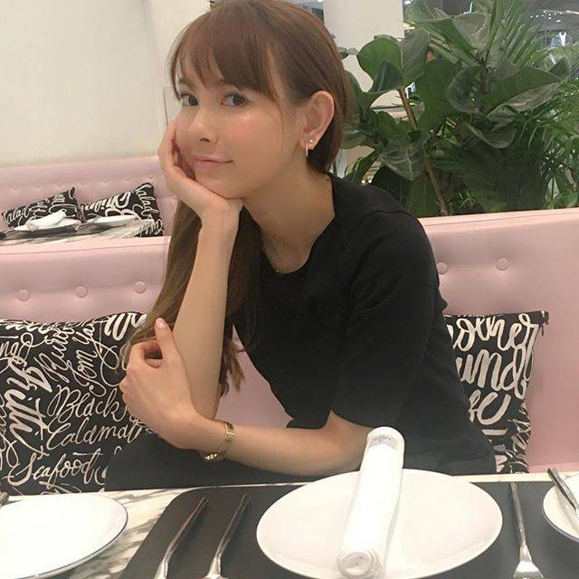 """Sakura Uehara on Instagram: """"I don't want attention, I just want your heart ❤️ #chill #teatime #weekend #nomakeup やっと #週末 #🌸 まずは #深呼吸 して #まったり #のんびり 過ごします。"""" (679739)"""