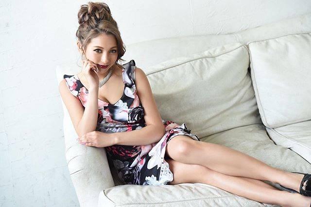 """ゆきぽよ(Yuki Kimura) on Instagram: """"Ryuyuさんのドレス超かわいい~😍. . . これ大人気らしいです🥰. . . 花柄×フリルって王道な女の子って感じ👸🏼❤️. . . . @ryuyu_dressshop  からゲットできるよ!!. 他にも超かわいいドレスがたくさんあるから. ぜひチェックしてねーーー🥺💗.…"""" (679796)"""