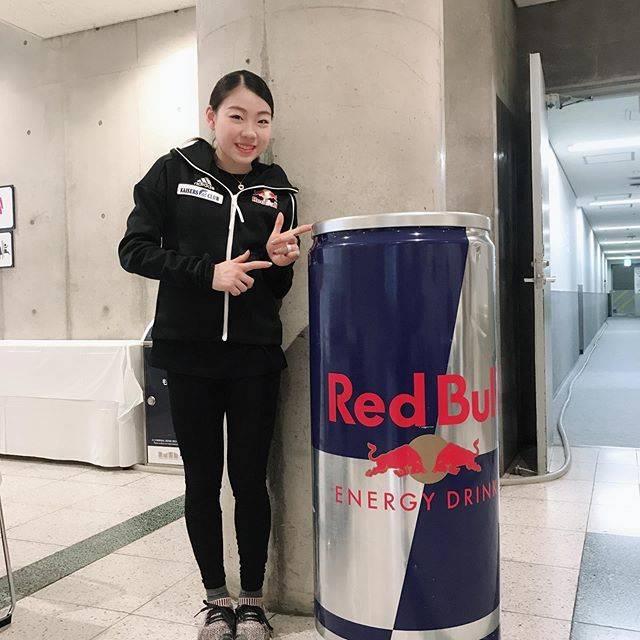 """Rika Kihira 紀平梨花 on Instagram: """"Fantasy on Ice2019幕張inしましたー✨こんなところにレッドブルが🤩‼️#fantasyonice2019 #幕張 #redbull #冷蔵庫"""" (680818)"""